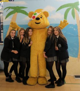 year11-group-with-pudsey